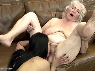 Grandmas associated with what a real girl/girl fuckfest should glance get pleasure from free mating