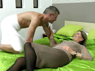 Sexy grandma suck and fuck unintentional boy