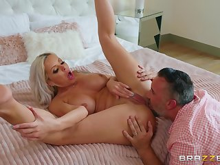 Cougar mom tries anal with the next door neoighbor