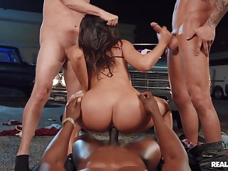 Brunette drilled wits a bunch of hunks in insane XXX modes