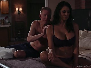 Gorgeous milf Reagan Foxx gets fucked together with jizzed apart from horny lover