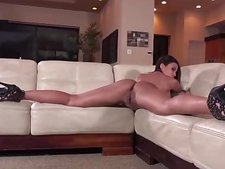 Real Girlfriend Showing Ass and Pussy In an Amazing Hot Show HD