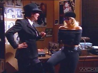 Blear parody with inviting bazaar pornstar Jenna Jameson - Retro