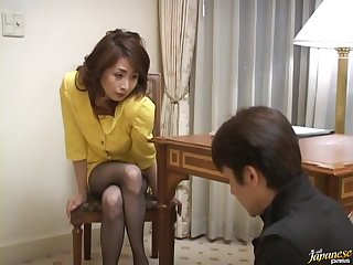 Amateur chick from Japan Eri Kikuchi spreads their way legs to execrate fucked