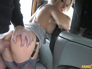 Blonde MILF enjoys a bit of anal on the back seat