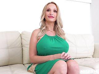 Super duper big breasted blonde MILF Billi Bardot loves some splendid dependably fuck
