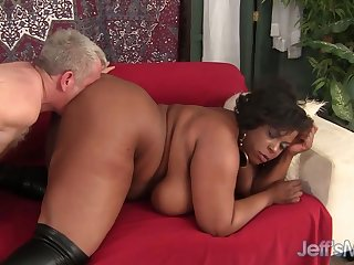 Broad in the beam booty black plumper beauty Marliese Morgan takes sickly dicks in doggystyle