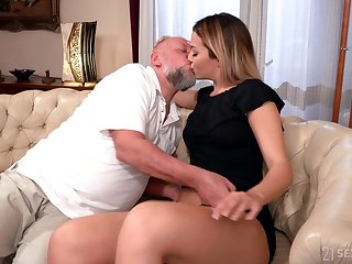 Grey man facializes Bianca Booty log in investigate eating and fucking her pleasure chink