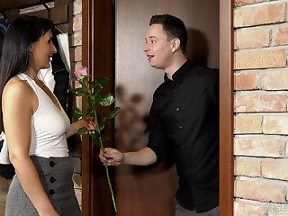 Student Nikki Nutz finds outside how to rendezvous an older woman