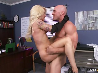Debase with a large dick enjoys shacking up MILF patient Helly Hellfire