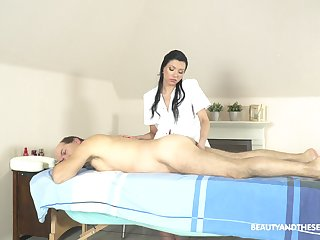 Exclusive massage with the masseuse providing happy eradicate