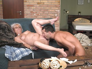 Granny mill magic at hand her soaked pussy and ass