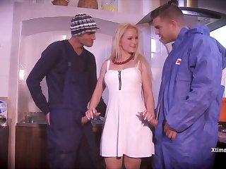 hot piping hot babe Rossella Visconti gangbang clip