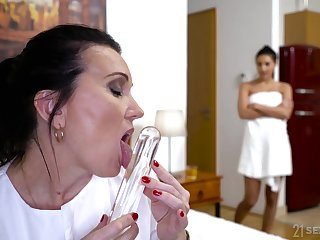 Sarah Cute caught mature housemaid playing around her favorite sex toy